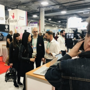 Discussion avec Kat Borlongan, directrice de la French Tech, sous les caméras d'arte